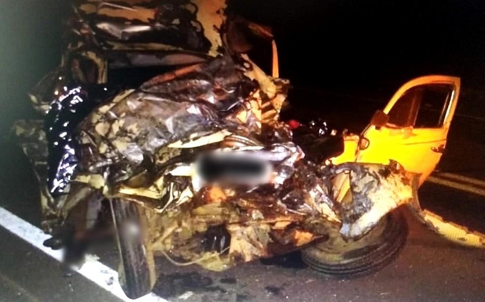 Seis pessoas que estavam em Fusca morreram em acidente em Pouso Alegre (MG)  — Foto: Polícia Militar Rodoviária