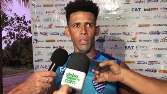 """Volante do CSA, Naldo dá a dica para vencer o Cruzeiro: """"O fator chave vai ser concentração"""""""