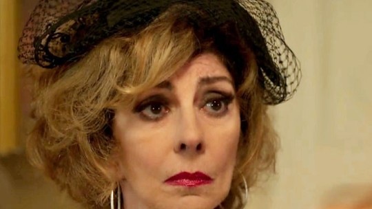 Darlene escuta pedido de perdão