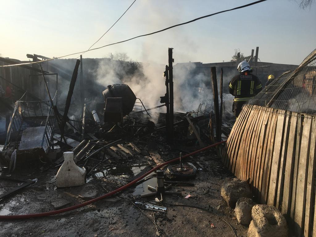 Incêndio atinge casas na Vila Liberdade, Zona Norte de Porto Alegre