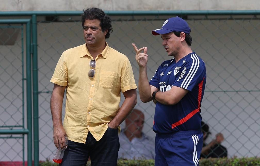 Raí e Fernando Diniz em treino do São Paulo — Foto: Rubens Chiri / saopaulofc.net