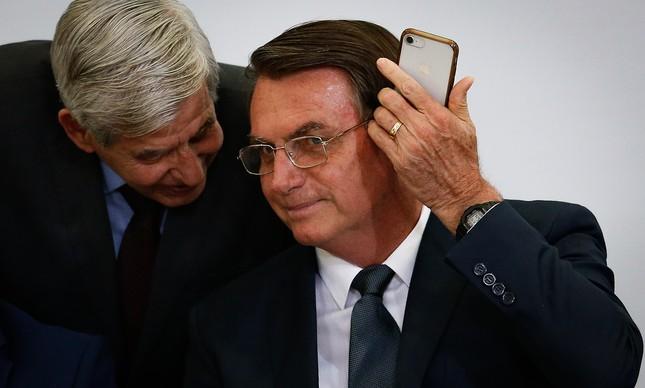Augusto Heleno e Jair Bolsonaro em entrega de medalhas a atletas olímpicos