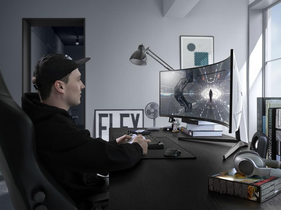 O Odyssey G9 tem 49 polegadas e proporções capazes de gerar uma experiência de dois monitores — Foto: Divulgação/Samsung