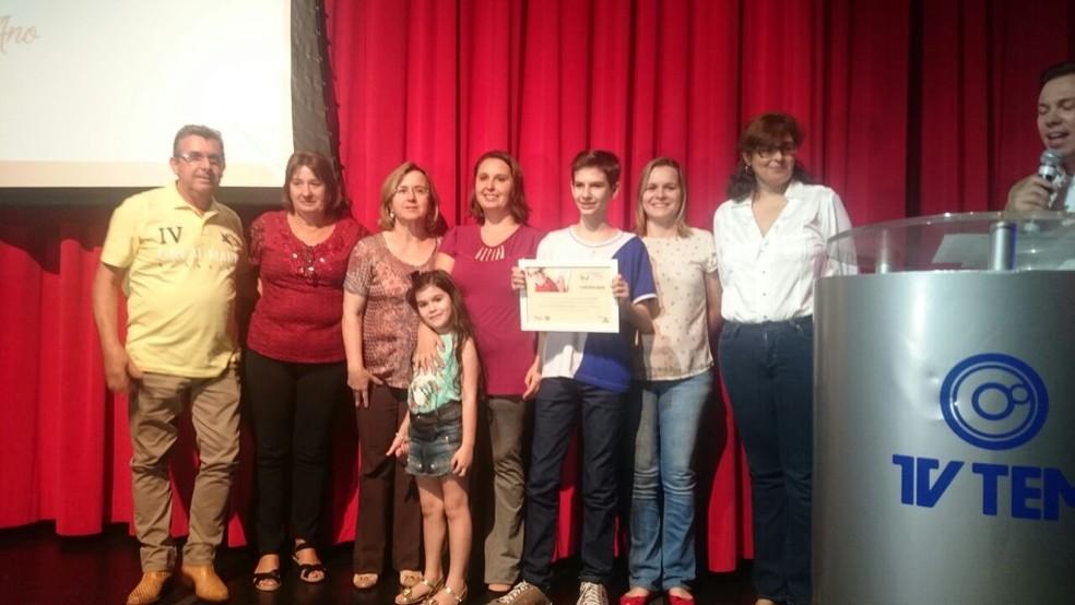 Richiery Cinciareli Sarracine é aluno da Emef Francisco Álvares Florence, de Novo Horizonte, e ficou com o primeiro lugar da categoria 'narrativa'. (Foto: Marcos Lavezo/G1)