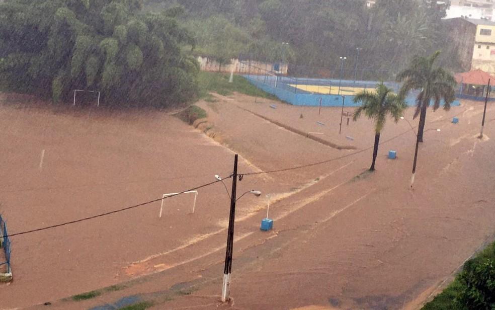 Chuva provoca alagamentos e deixa estragos em Guaxupé e Cambuquira — Foto: Lucimeire Gomes Borges