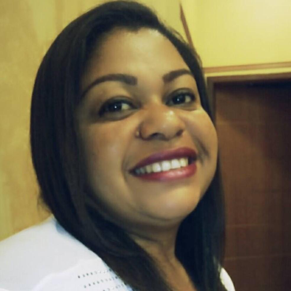 Siméria foi morta com tiros na cabeça durante um assalto. Criminosos levaram o carro em que ela estava.  — Foto: Reprodução