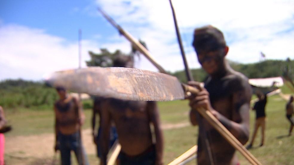 Guerreiro Yanomami na comunidade Palimiú — Foto: Alexandro Pereira/Rede Amazônica