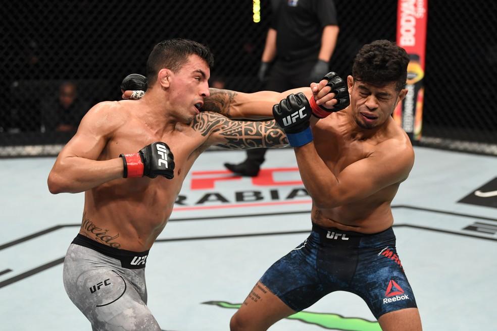 Thomas Almeida mostrou coração contra Jonathan Martinez no UFC Ortega x Zumbi Coreano — Foto: Getty Images