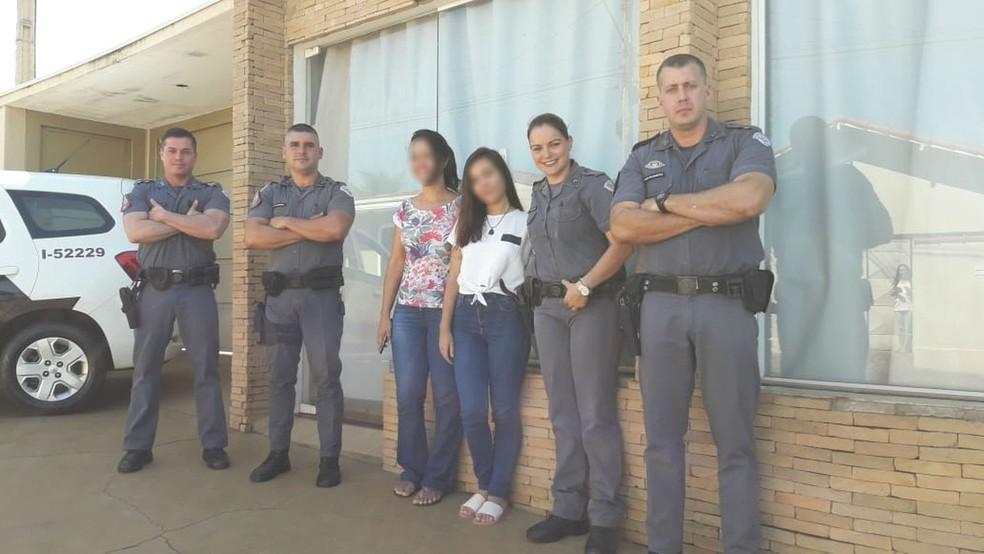 Adolescente esfaqueada em Paulo de Faria recebeu visita de policiais após escrever carta de agradecimento — Foto: Arquivo Pessoal