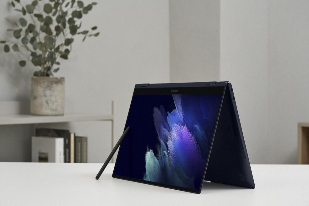 Tela do Galaxy Book Pro 360 traz tecnologia Super AMOLED, mesma presente em alguns celulares da linha, além de caneta S Pen — Foto: Divulgação/Samsung