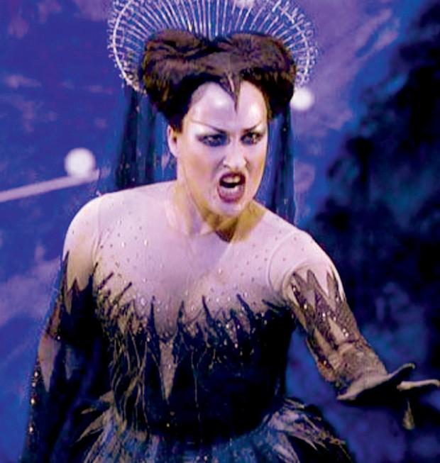 A alemã Diane Damrau, na Royal Opera House, em Londres (Foto: Getty Images, Divulgação e Reprodução/Instagram)