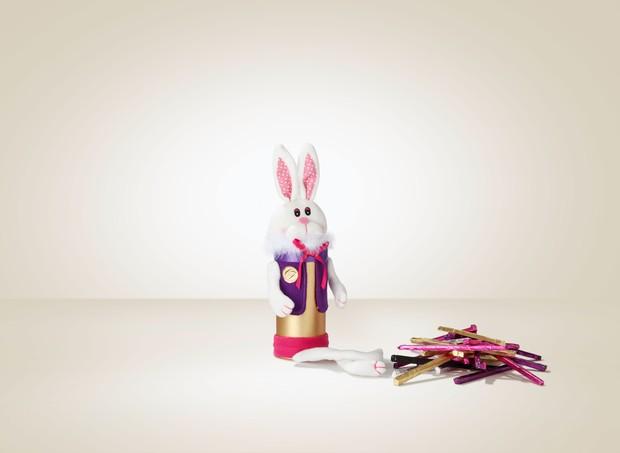 Coelho Choco Varetas (180g) I O coelho vem recheado com um jogo de varetas de chocolate. A cada cor, um sabor e uma pontuação diferente. Preto é Noir e vale 5 pontos, prata é Blanc e vale 3 prontos, dourado é Croquant e vale 2 pontos, roxo e rosa são Au L (Foto: Divulgação)