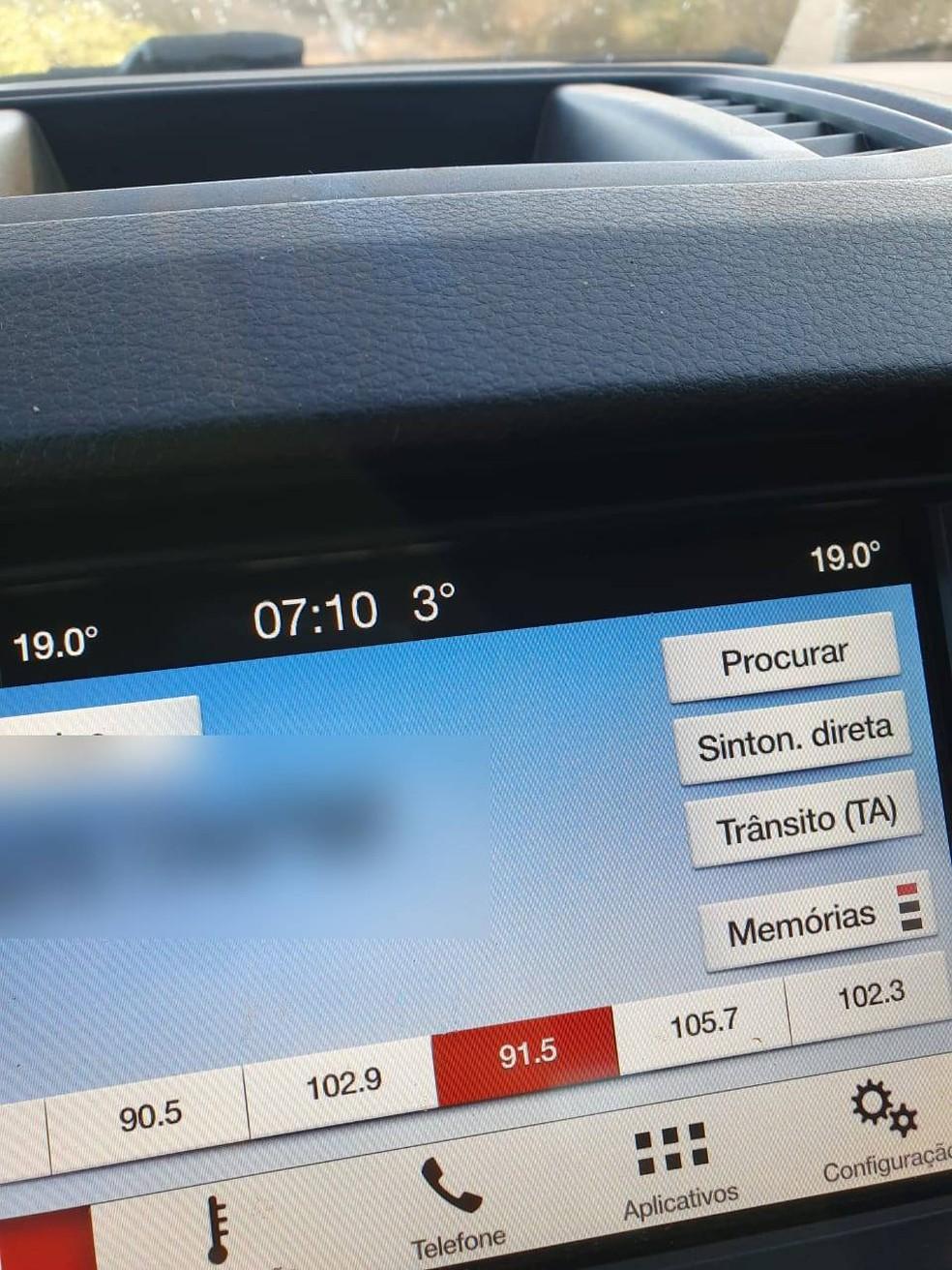 Termômetro no painel do carro marca 3ºC — Foto: Arquivo pessoal