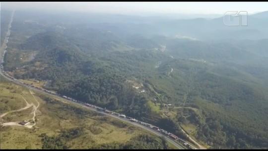 Em protesto, índios bloqueiam os dois sentidos da BR-277 na Região de Curitiba