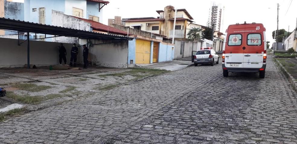 Crime aconteceu na Rua Aníbal Correia, no bairro Candelária, na Zona Sul de Natal — Foto: Klênyo Galvão/Inter TV Cabugi