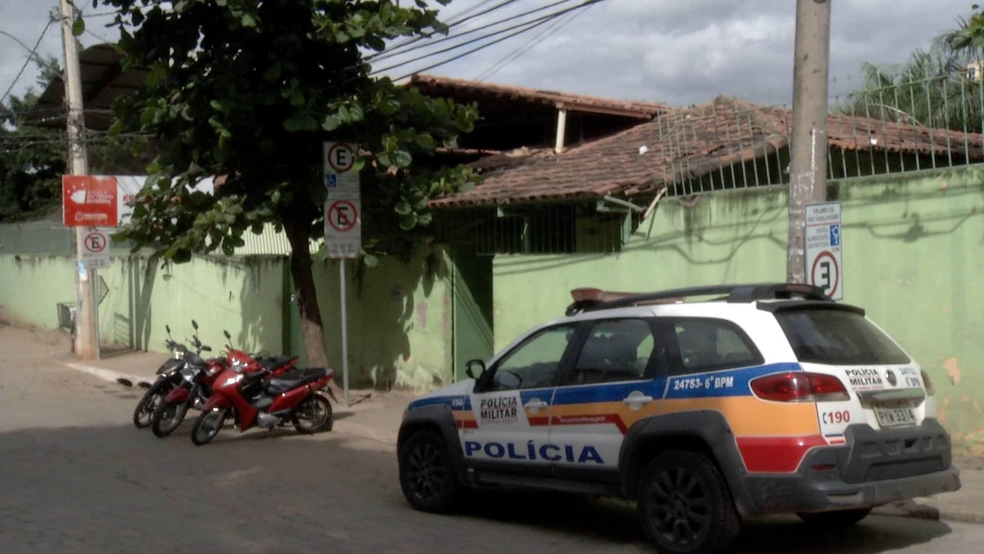 Vândalos arremessam potes de manteiga em janelas e quebram vidros de escola em Governador Valadares - Notícias - Plantão Diário