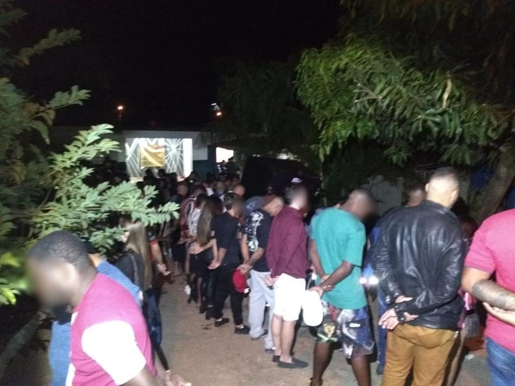 Polícia Militar flagra baile funk com cerca de 100 pessoas em Rio Preto