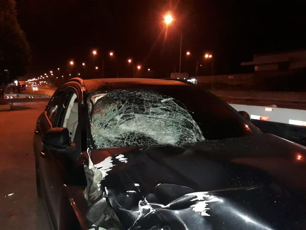 Mesmo com carro danificado, motorista tentou fugir do local do acidente (Foto: Arquivo Pessoal)