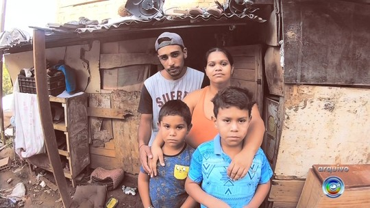 Professor comemora ação de alunos que construíram casa para família que morava em barraco: 'Valeu a pena'