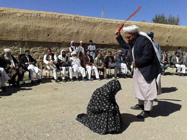 Resultado de imagem para mulkheres adulteras no ira