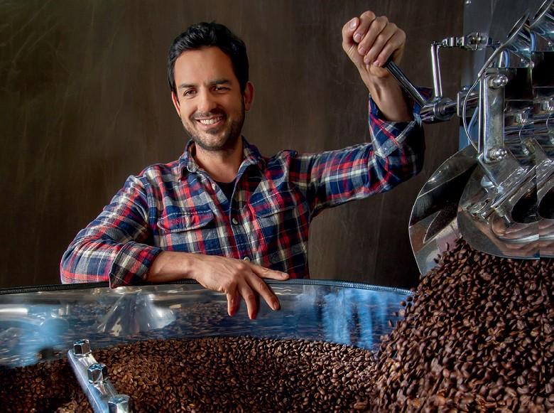 Café - Hugo Wolff beneficia o café em sua própria torrefação (Foto: Rogério Albuquerque/Ed. Globo)