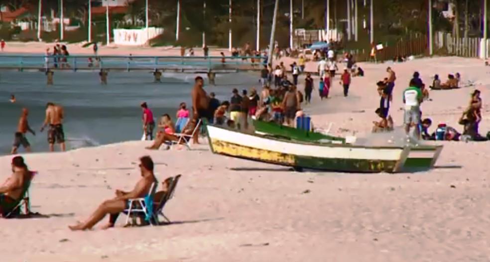 Praias ficaram cheias em Florianópolis — Foto: NSC TV/Reprodução