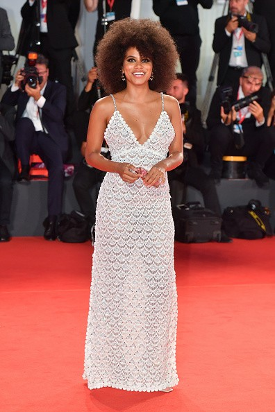 "VENICE, ITALY - AUGUST 30: Zazie Beetz walks the red carpet ahead of the ""Seberg"" screening during the 76th Venice Film Festival at Sala Grande on August 30, 2019 in Venice, Italy. (Photo by Stephane Cardinale - Corbis/Corbis via Getty Images) (Foto: Corbis via Getty Images)"