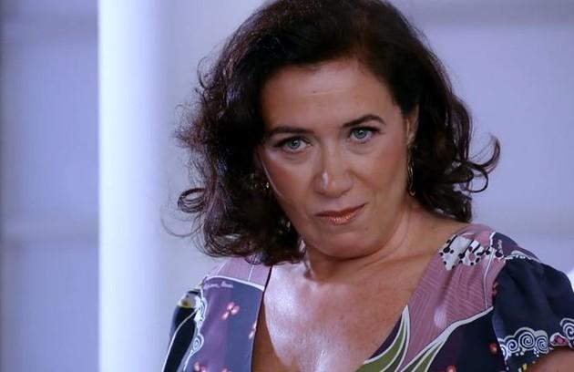 Na sexta (17) ,Griselda invadirá o quarto de Tereza Cristina, mas será impedida por Crô (Marcelo Serrado) de chamar a polícia (Foto: Reprodução)