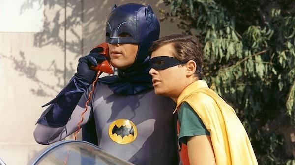 Adam West e Burt Ward como Batman e Robin na série dos anos 60 (Foto: Reprodução)