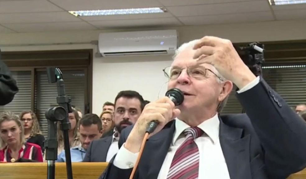 Perito viu indícios fortíssimos de falsificação na assinatura de Leandro em receituário de medicação — Foto: Reprodução