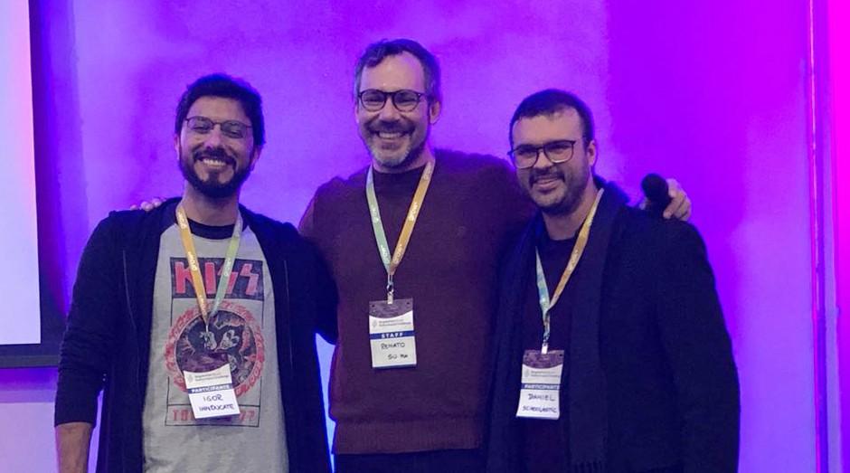 Da direita para esquerda, Daniel Nascimento, da Schoolastic; Renato Cunha, embaixador da competição Porto Alegre; e Igor Casenote, da Innducate (Foto: Divulgação )
