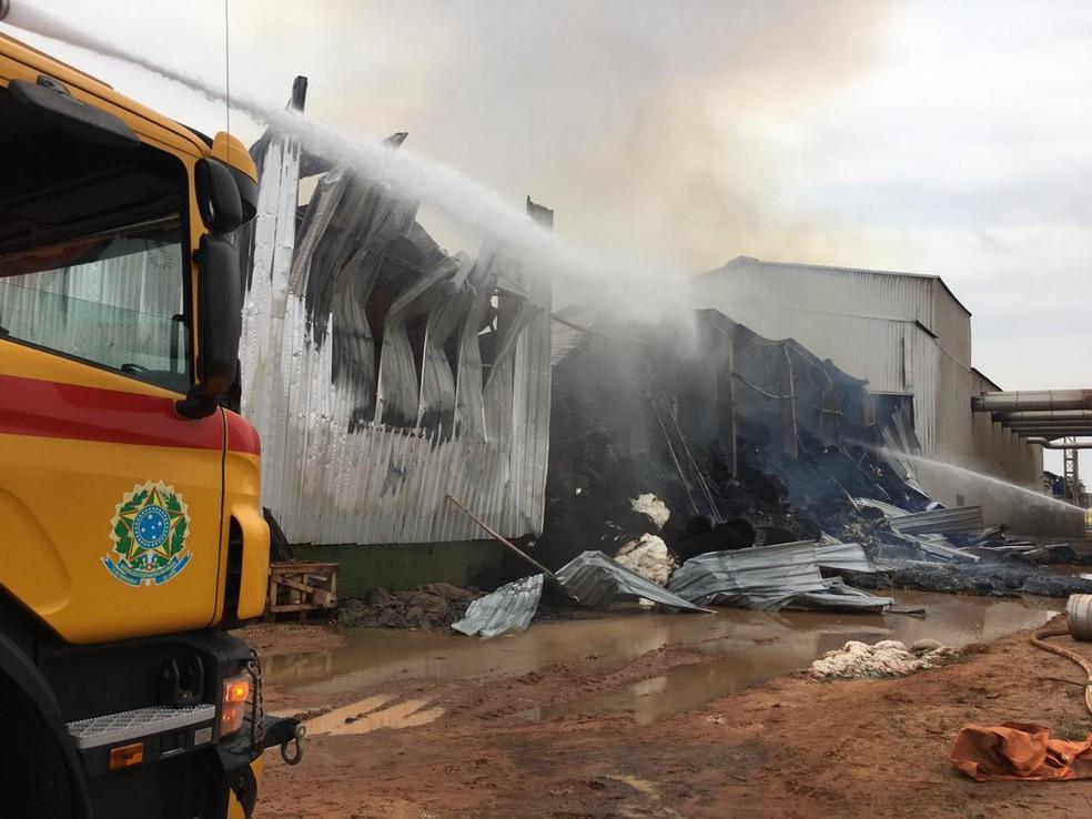 Um incêndio atingiu uma algodoeira na manhã deste domingo (20) na zona rural de Sorriso — Foto: Corpo de Bombeiros de Sorriso/Divulgação