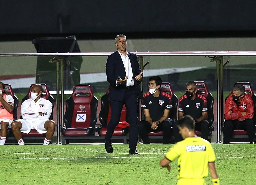 Hernán Crespo deve poupar alguns titulares contra o Guarani — Foto: Rubens Chiri