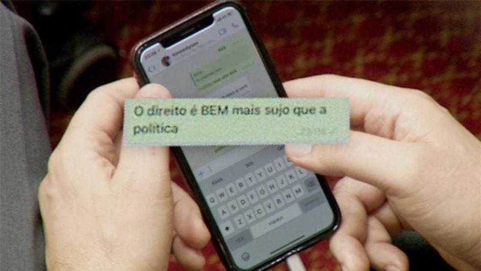 Mensagem foi enviada pelo deputado estadual Keneddy Nunes sexta-feira durante sessão do Tribunal do Impeachment — Foto: Fabiano Souza/NSC TV