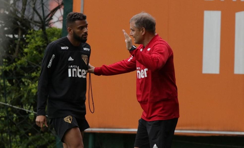 Reinaldo admite incômodo por goleada sofrida pelo São Paulo contra o rival na Arena, em 2015 — Foto: Rubens Chiri / saopaulofc.net