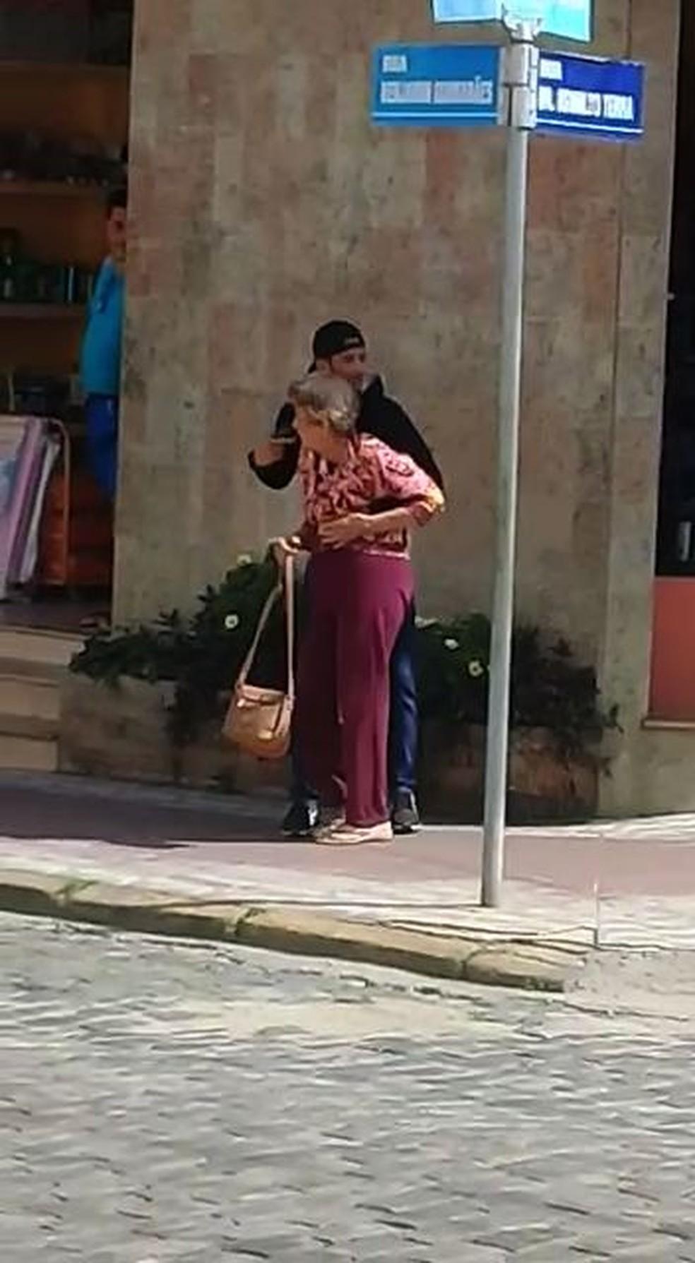 Bandido faz idosa de refém durante assalto e é morto pela PM em Valença — Foto: Arquivo Pessoal
