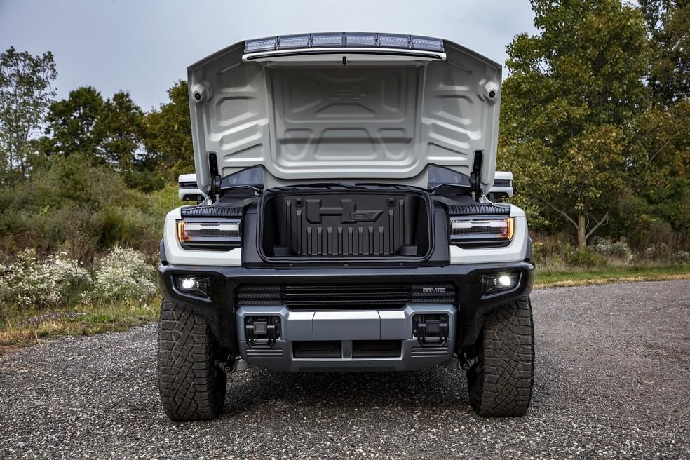 O tamanho menor dos três motores elétricos permitiu a criação de um porta-malas dianteiro — Foto: Divulgação