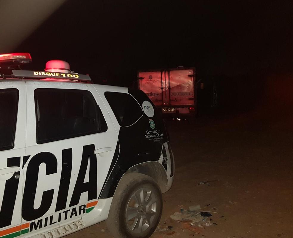 Testemunhas ouviram barulhos de tiros momentos antes do corpo ser encontrado. — Foto: Rafaela Duarte/ Sistema Verdes Mares