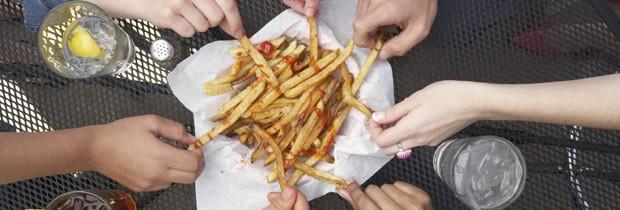 Jantar em restaurante tem em média o dobro de calorias necessárias para a refeição (Foto: Think Stock)