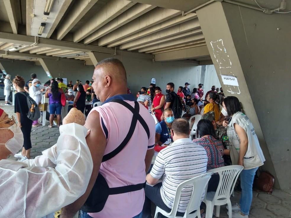 Neste sábado, pessoas de 45 a 51 anos podem receber a vacina — Foto: Paulo Frazão/Rede Amazônica