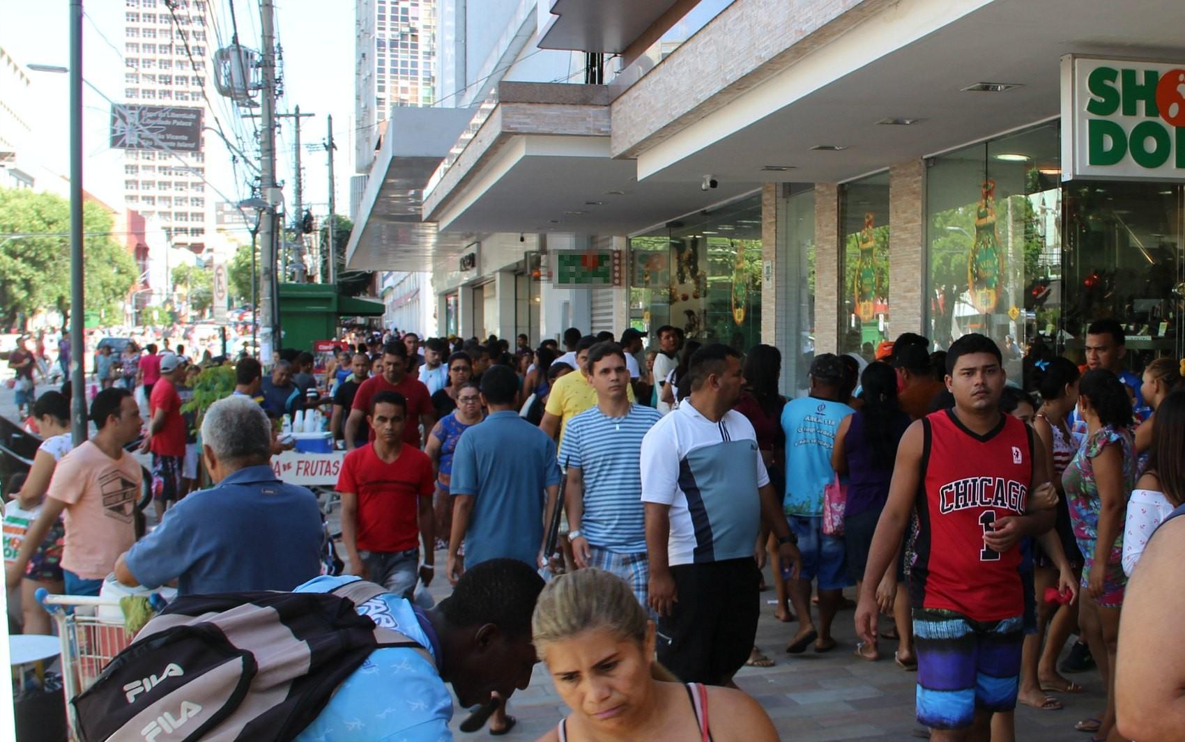 Lojas do comércio em Manaus têm horário de atendimento ampliado para fim de ano