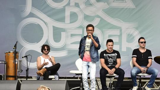 Ex-'The Voice Kids' Juan Carlos Poca comemora palinha com João Bosco e Vinicius: 'Sou fã'