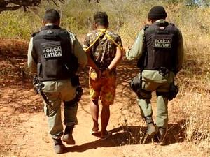 Homem foi preso em flagrante pela Polícia Militar (Foto: Divulgação/PM)