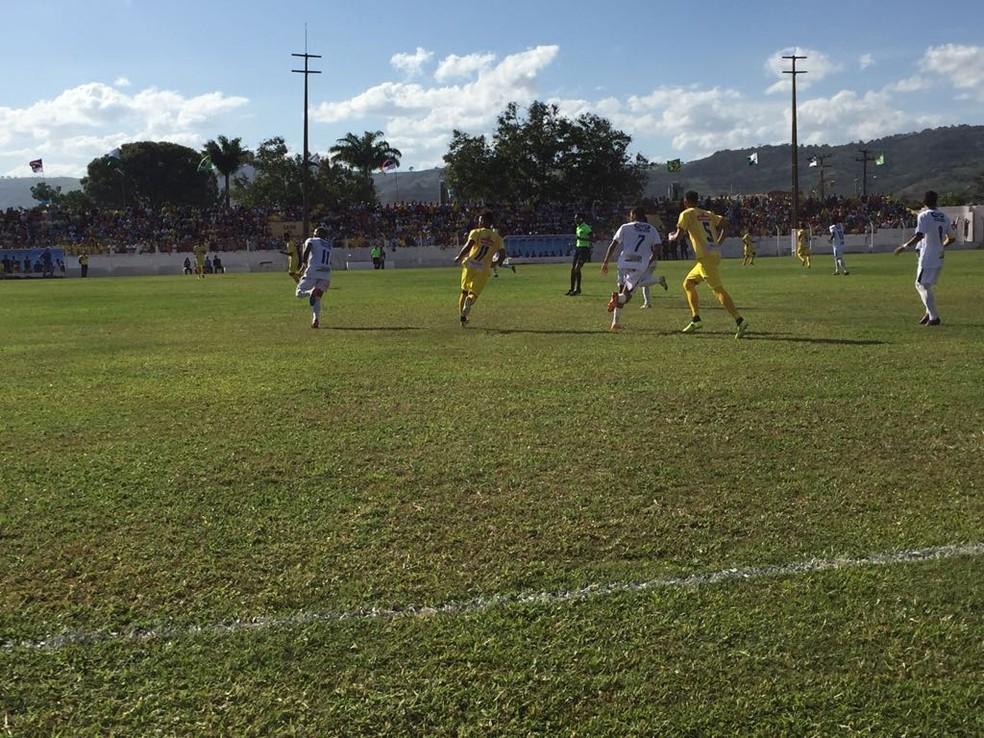 Decisão e Pesqueira fizeram um bom jogo em Bonito (Foto: Mavian Barbosa / GloboEsporte.com)