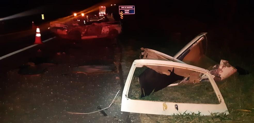 Caminhão seguia no sentido Marília quando bateu de frente com carro na BR-153 — Foto: Polícia Rodoviária Federal/Divulgação