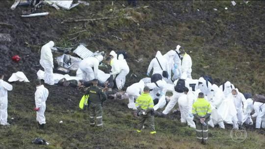 Avião com equipe da Chapecoense cai na Colômbia e deixa mortos