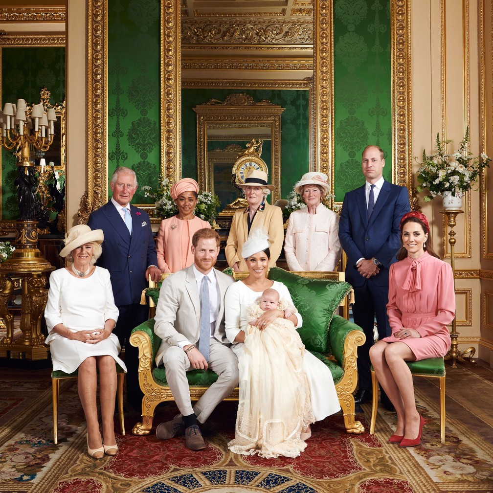 Bebê Archie em foto com a família real britânica — Foto: Reprodução