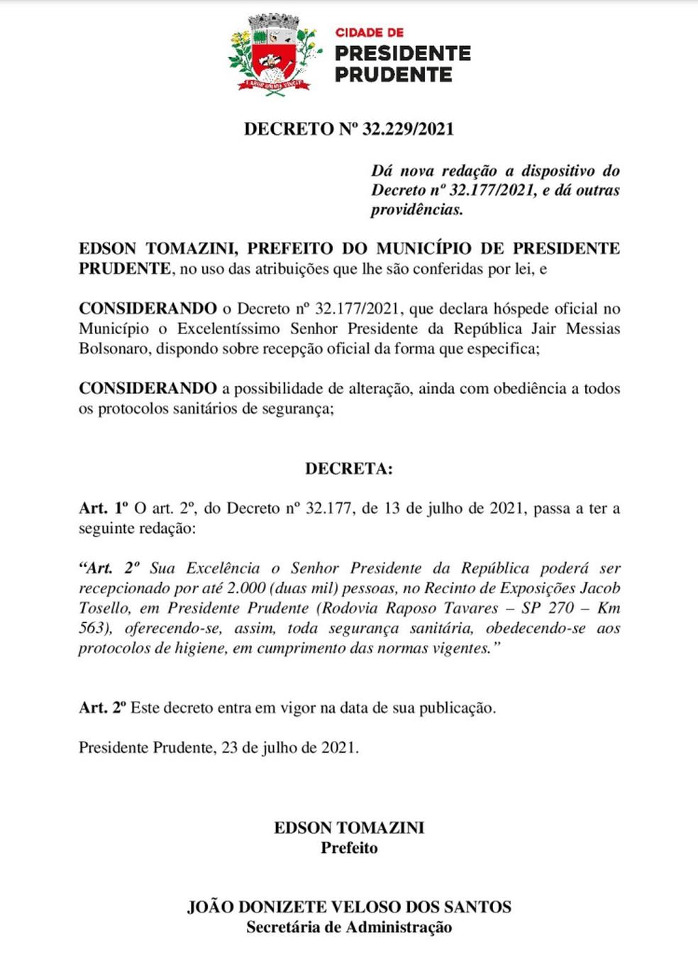 Decreto nº 32.229, publicado nesta terça-feira (27), aumentou para até 2 mil pessoas o público permitido no evento com Bolsonaro no Recinto de Exposições de Presidente Prudente — Foto: Reprodução