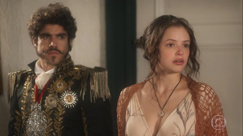 No embate com Leopoldina (Letícia Colin), Domitila (Agatha Moreira) usa as suas armas e diz ser o grande amor do imperador. Em 'Novo Mundo' — Foto: TV Globo