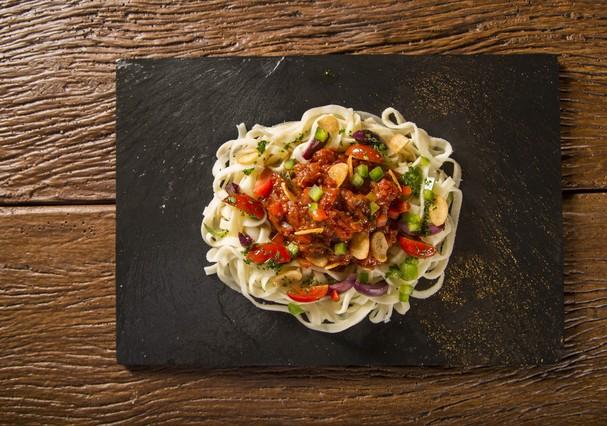 Espaguete de pupunha com vegetais (Foto: Thinkstock)